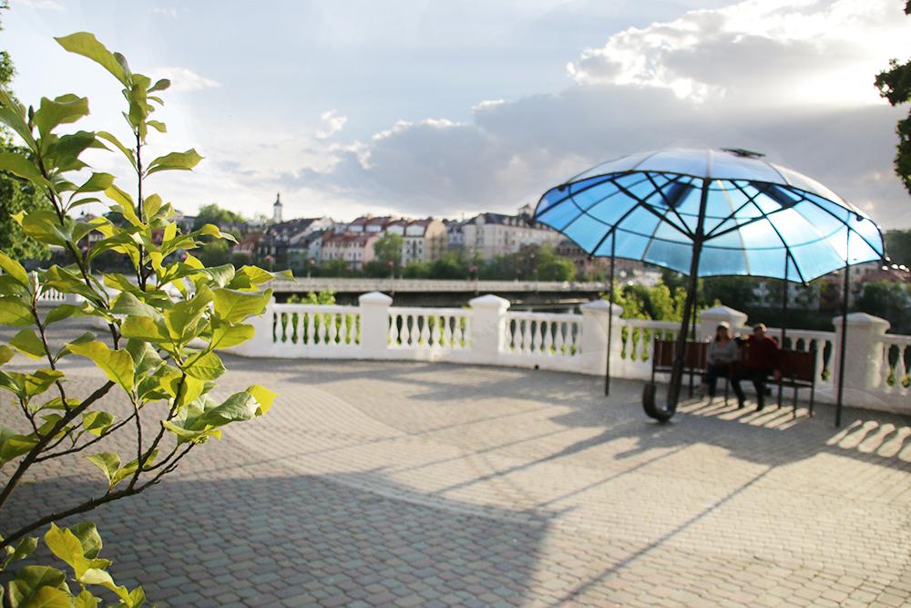 Каменец-Подольский сквер Синий Зонт